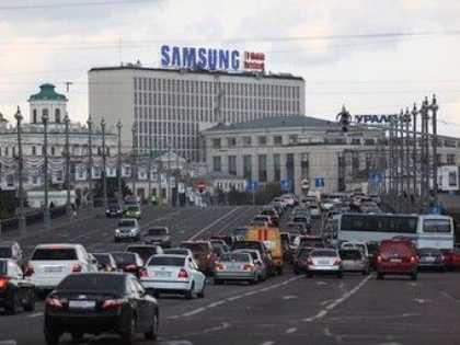 Количество машин на дорогах Москвы превышает оптимальное число в два раза