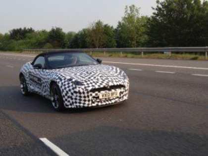 Новый Jaguar F-Type попался в объектив фотошпионов
