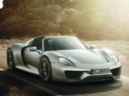 Первые официальные снимки гибридного суперкара Porsche 918 Spyder появились в Интернете