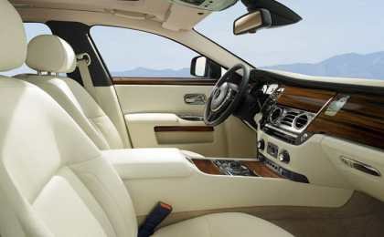 Rolls Royce представил обновленный Ghost 2013