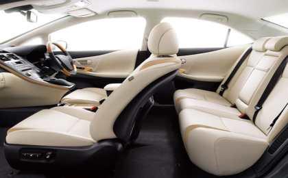 Lexus представил рестайлинговый гибрид НS 250h