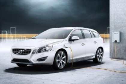 Компания Volvo провела краш-тест универсала V60 Plug-in Hybrid